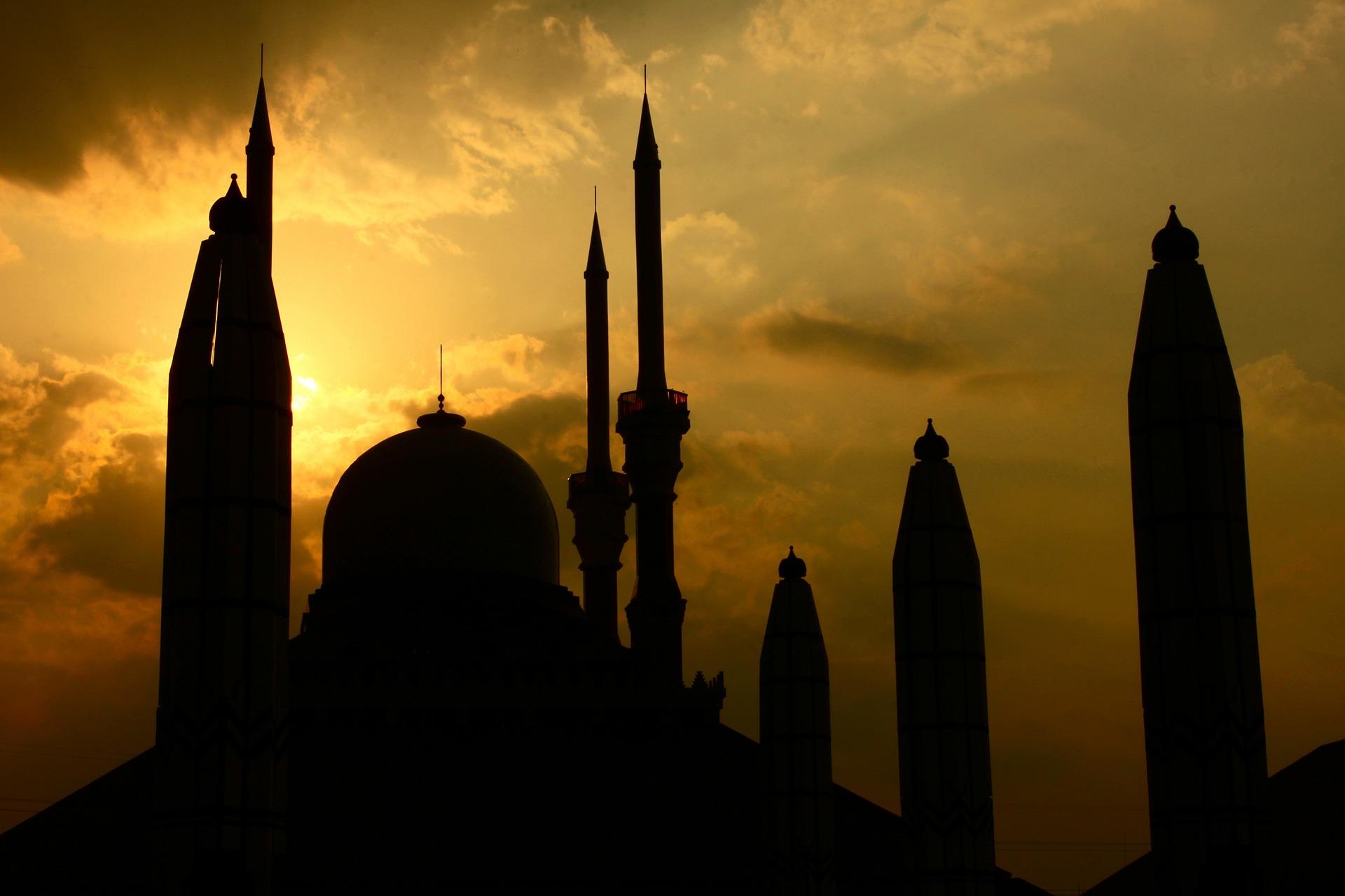 """Photo of Naskah Khutbah Idul Fitri """"Puasa dan Buah Ketaqwaan"""" oleh Dr. Sopa, M.Ag."""